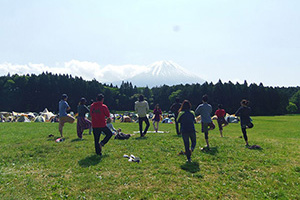 富士山を眺めながらの「ヨガワークショップ」